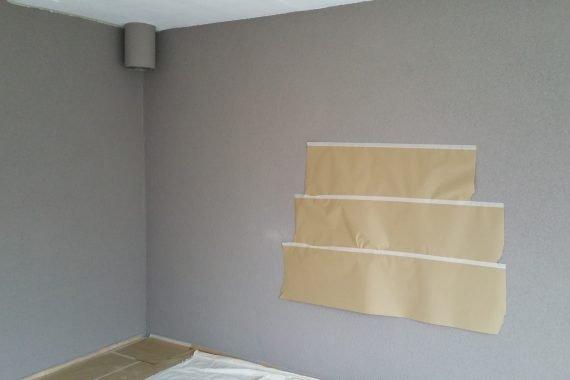 Wand woonkamer op kleur spuiten latex