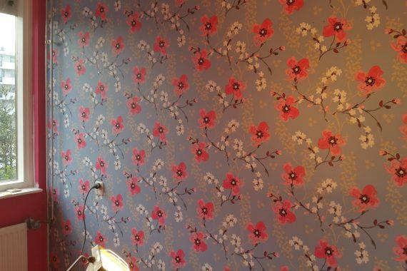 Behang over spuiten met latex