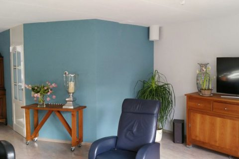 Latex spuiten plafond en wanden in (kleur) woonkamer