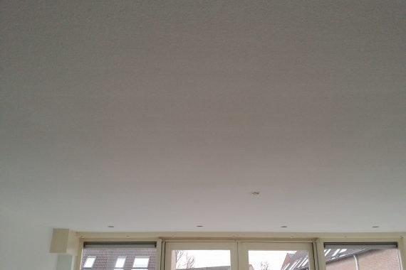 Tailings in het plafond door verkeerd afstellen latex spuit
