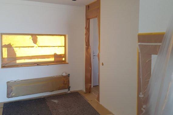 Afplakken radiatoren en deursponningen
