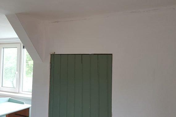 Wanden voor herstellen en latex spuiten