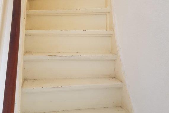 Trap voor renovatie en lak spuiten