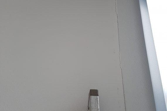Voor latex spuiten krimpscheuren plafonds herstellen