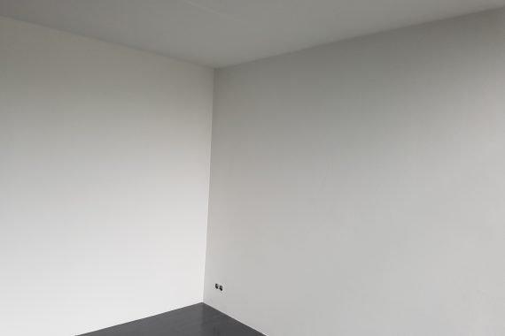 Strak latex gespoten woonkamer zonder kripscheuren