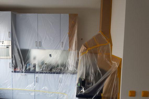 Afdekken keuken voor latex spuiten