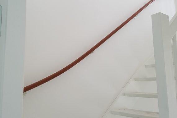 Nieuwbouw latex spuiten trappengat