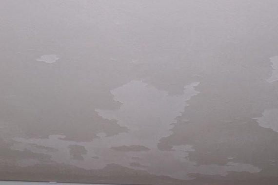 Nieuw gestucte Plafonds zijn niet voorzien van hechtprimer, latex bladerd er vanaf