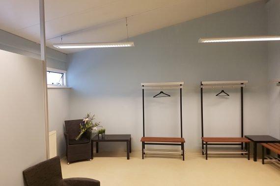 Wanden dames kleedkamers na het latex spuiten