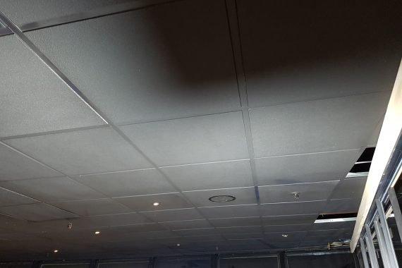 Systeem plafond na latex spuiten