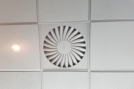 Plafond Euromast na latex spuiten