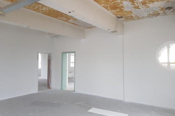 Latex spuiten wanden en plafonds industriele uitstraling