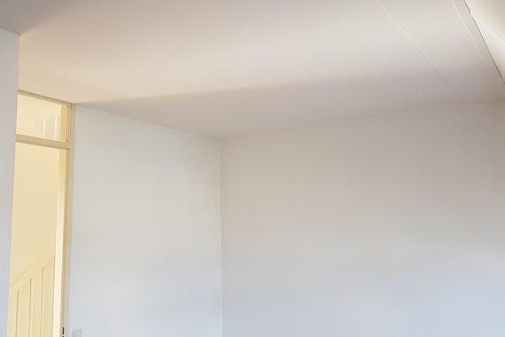 Wanden en plafonds na het spuiten van latex