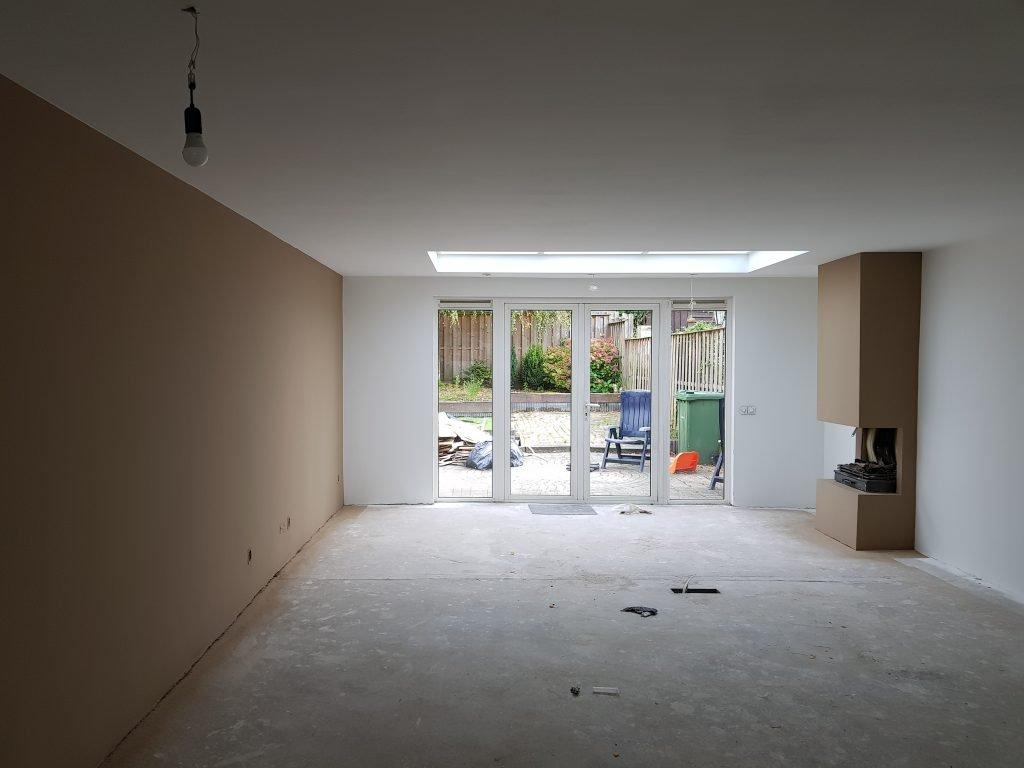 Latex spuiten woonkamer in kleur door Voordeliglatexspuiten.nl