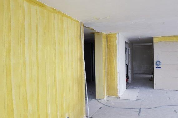 Muren voor stucwerk en latex spuiten