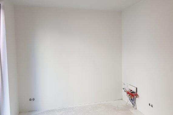 Kamer na het aanbrengen van latex spuitwerk