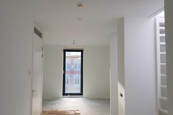 Wanden en plafonds na het latexspuitwerk door Voordelig Latex Spuiten