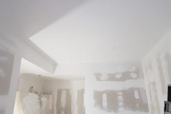 Airless Latex spuitwerk woonkamer plafonds