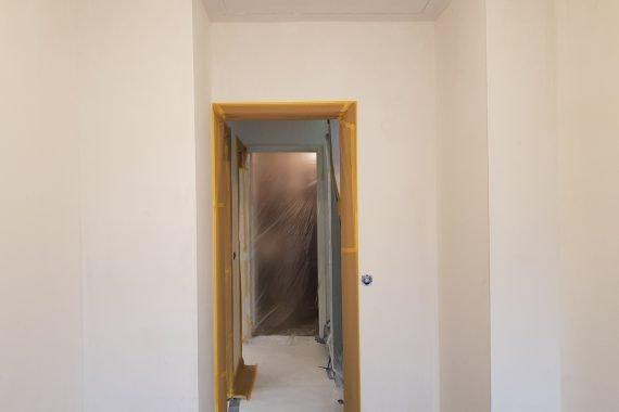 Muren en plafond voor het patex spuiten van de slaapkamer en overloop