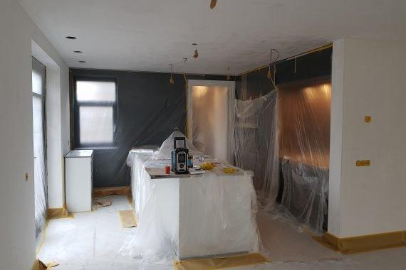 Keuken woonkamer voor latexspuiten