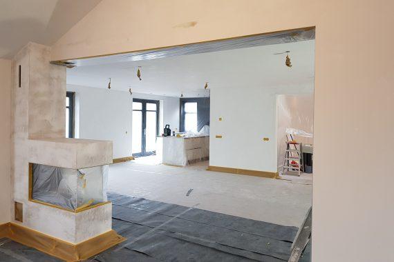 Wanden en plafonds nieuwbouwwoning voor het latex spuiten