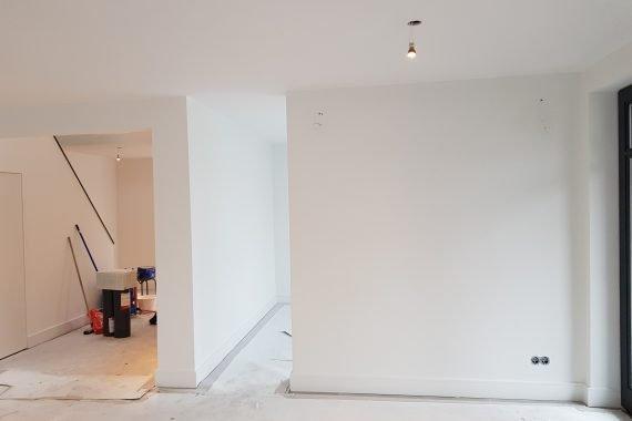 Wanden na het latex spuiten woonkamer