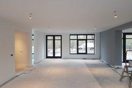 Nieuw gestucte wanden en plafonds na het Airless latexspuiten