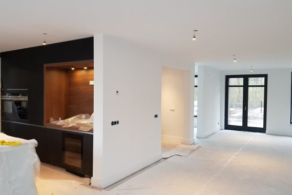 Keuken woonkamer na het latexspuiten