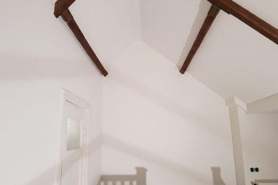 Latex gespoten plafonds en wanden zolder
