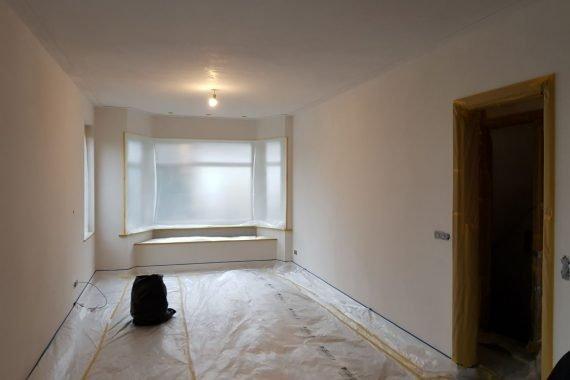 Wanden en plafonds woning Utrecht voor het latex spuiten