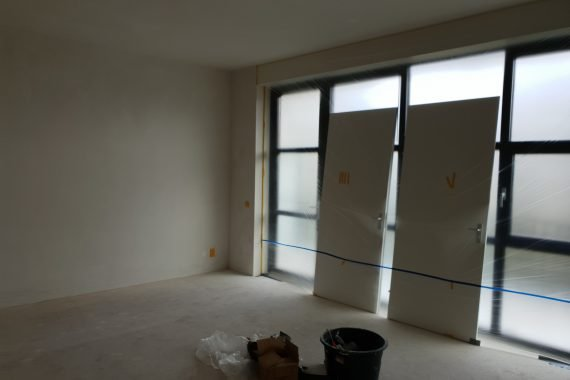 Nieuw gestucte wanden en plafonds voor het spuiten van latex