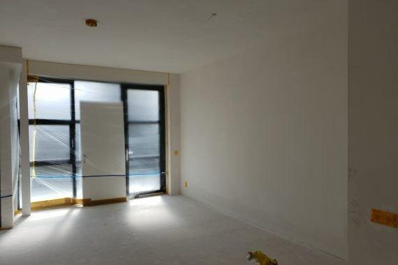 Wanden en plafonds nieuwbouwwoning voor latex spuiten