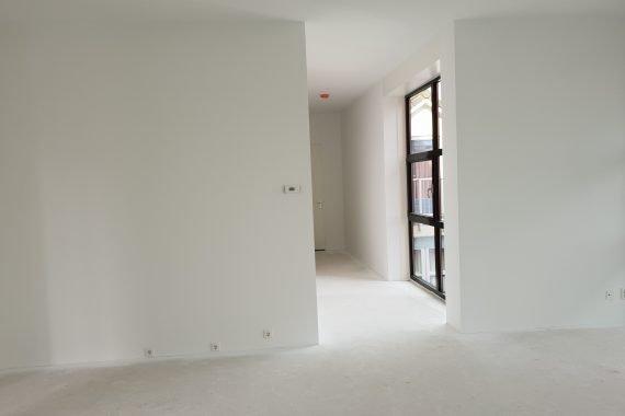 Nieuw gestucte wanden en plafonds na het Airless latex spuiten