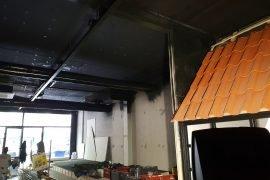 Latex gespoten plafond en leidingen nu met een Industriële uitstraling