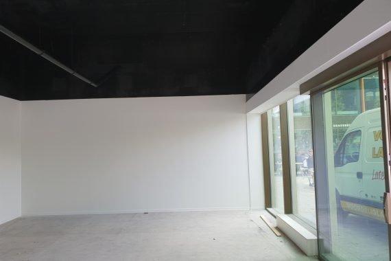 Zeer strakke en streeploze afwerking van wanden en plafonds door Voordelig Latex Spuiten