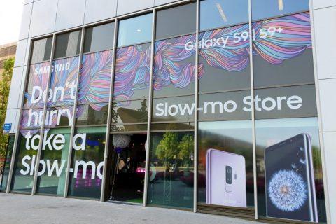 Industrieel latex spuitwerk Samsung experience store Rotterdam Weena